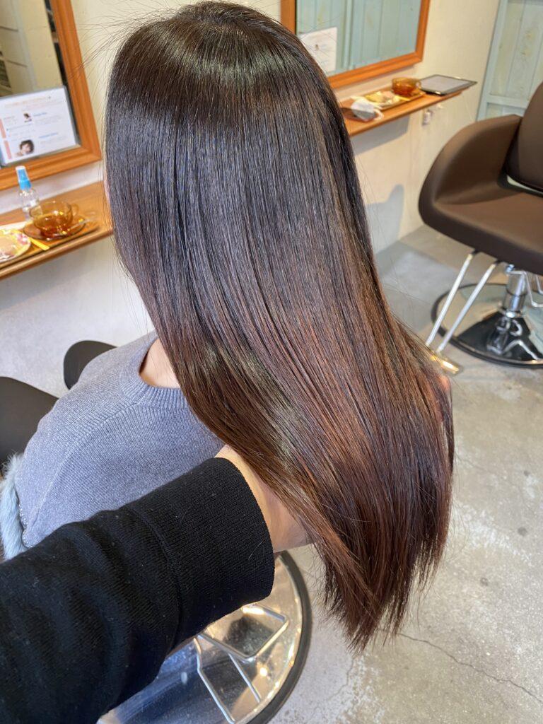 髪質改善カラーで髪の艶とまとまりやすさがでているお客様の写真