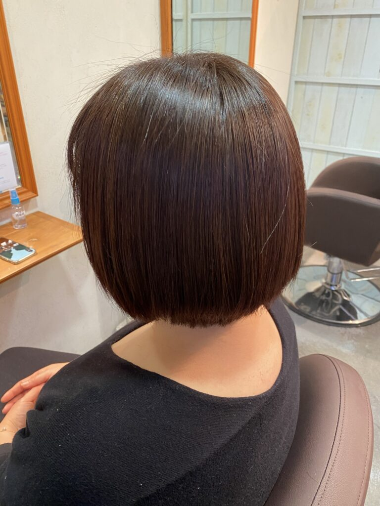 髪質改善ストレートをされて2ヶ月後の御来店時の髪の様子の写真です